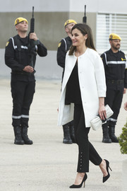 Queen Letizia coordinated her outfit with a black-and-white leather clutch.