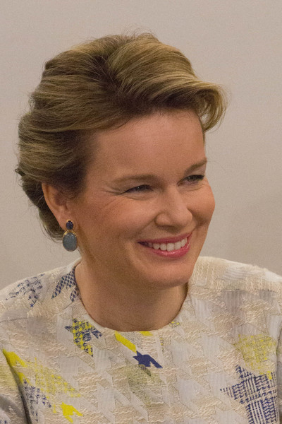 Queen Mathilde of Belgium Dangling Gemstone Earrings [mathilde of belgium,philippe of belgium,hair,face,hairstyle,forehead,eyebrow,chin,lady,smile,blond,portrait,brussels,studio,belgium,rtbf]