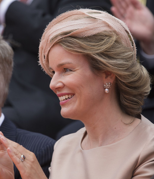 Queen Mathilde of Belgium Pearl Drop Earrings [hair,hairstyle,lady,chin,blond,human,event,smile,dress,premiere,mathilde of belgium,maastricht,the kingdom of the netherlands,kingdom,the netherlands,the netherlandson,celebrations,anniversary]
