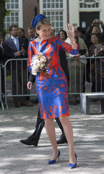 Queen Mathilde of Belgium Print Dress [maxima of the netherlands,clothing,fashion,street fashion,dress,event,footwear,costume,electric blue,dance,style,mathilde of belgium,queen,vormidable,mathilde of belgium open sculpture exhibition vormidable,netherlands,the hague,sculpture exhibition]