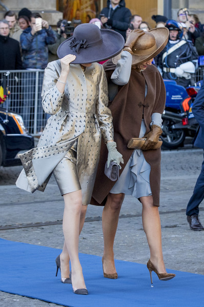 Queen Mathilde of Belgium Evening Coat [day one,blue,human leg,fashion,leg,lady,snapshot,street fashion,street,footwear,thigh,mathilde of belgium,philippe of belgium,willem-alexander,queen,king,holland,netherlands,welcome ceremony,state visit]