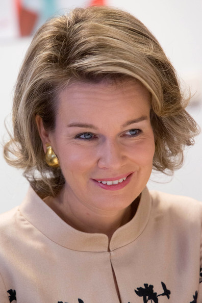 Queen Mathilde of Belgium Bob [mathilde of belgium,queen,wooncentrum ter duinen,hair,face,hairstyle,blond,eyebrow,chin,forehead,brown hair,smile,layered hair,lokeren,belgium]