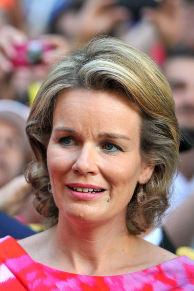 Queen Mathilde of Belgium Curled Out Bob [hair,face,facial expression,hairstyle,eyebrow,chin,beauty,smile,blond,lip,philippe of belgium,albert ii of belgium,mathilde of belgium,king,abdication,belgium,park party,inauguration,abdication,inauguration]
