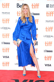 Petra Nemcova complemented her dress with a pair of metallic blue vegan pumps by Daquy.