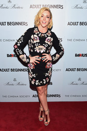 Jane Krakowski sealed off her look with modern taupe T-strap sandals by Burberry.