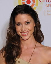 Shannon Elizabeth used a little neutral shadow and black liner to create a very eye-opening effect at an event benefitting the Charlize Theron Africa Outreach Project.