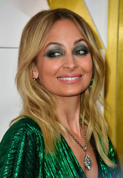 Nicole Richie was a boho cutie with her subtly wavy, center-parted hairstyle at the #REVOLVEawards.