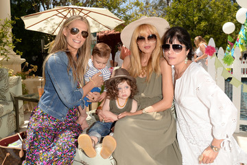 Rachel Zoe Selma Blair Huggies Snug & Dry And Baby2Baby Mother's Day Garden Party