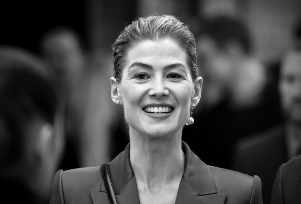 More Pics of Rosamund Pike Strappy Sandals (7 of 56) - Strappy Sandals Lookbook - StyleBistro [image,face,photograph,facial expression,smile,monochrome,black-and-white,beauty,monochrome photography,hairstyle,fashion,red carpet arrivals,rosamund pike,england,london,radioactive uk,premiere,radioactive uk premiere,the curzon mayfair,rosamund pike,radioactive uk premiere,portrait,photography,image,photograph,portrait photography,fashion,beauty]