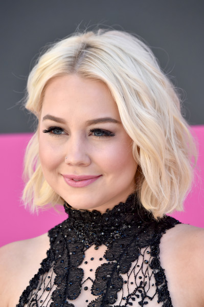 RaeLynn Short Wavy Cut [raelynn,arrivals,hair,face,blond,hairstyle,eyebrow,lip,chin,beauty,pink,eyelash,las vegas,nevada,toshiba plaza,academy of country music awards]