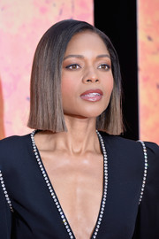Naomie Harris looked ultra modern wearing this short, blunt cut at the European premiere of 'Rampage.'