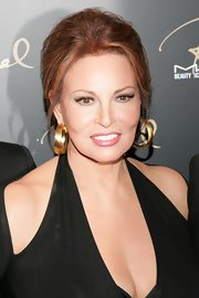 Raquel Welch showed up at the MAC Cosmetics event with her hair tied up in a loose bun.