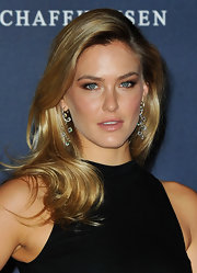 Bar Refaeli wore her long layered hair in soft waves at the 2012 Laureus World Sports Awards.