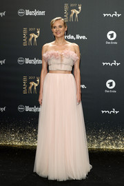 Diane Kruger made jaws drop with this strapless, flower-appliqued pink gown by Giambattista Valli Couture at the 2017 Bambi Awards.