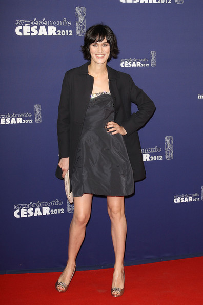 Clotilde paired her look with peep-toe pumps.