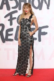Petra Nemcova was feminine and sexy in a flower-appliqued, high-slit gown by Ronald van der Kemp at the Fashion for Relief Cannes 2018.