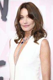 Carla Bruni-Sarkozy sported a shoulder-length 'do with curly ends at the Fashion for Relief Cannes 2018.