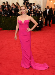 Reese Witherspoon looked downright gorgeous at the Met Gala in a hot-pink Stella McCartney strapless gown with a flirty sweetheart neckline.