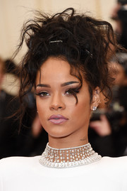 Rihanna added major glamour to her look with a stunning diamond choker.