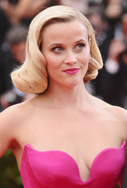Reese Witherspoon's hair was sculpted to perfection into a retro-glam curly 'do for the Met Gala.