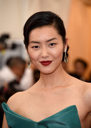 Liu Wen's red lipstick contrasted nicely with her green dress.