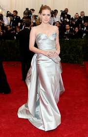 Amy Adams epitomized Old Hollywood glamour in a silver Oscar de la Renta strapless gown during the Met Gala.