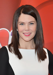 Lauren Graham's bright pink lips gave her a pop of color on the red carpet.