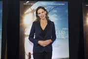 Jennifer Garner attended a red carpet screening of 'Miracles from Heaven' wearing a navy blazer with black satin lapels.