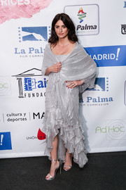 Penelope Cruz went the ultra-feminine route in a silver Chanel dress with a heavily ruffled high-low hem and a matching shawl at the 2018 Union de Actores Awards.