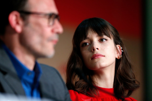 More Pics of Stacy Martin Medium Wavy Cut with Bangs (1 of 12) - Shoulder Length Hairstyles Lookbook - StyleBistro [fun,photography,conversation,smile,glasses,michel hazanavicius,stacy martin,r,redoubtable le redoutable,cannes,france,press conference,cannes film festival,palais des festivals]