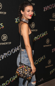 Victoria Justice arrived for the 29Rooms event carrying a cute printed shoulder bag.