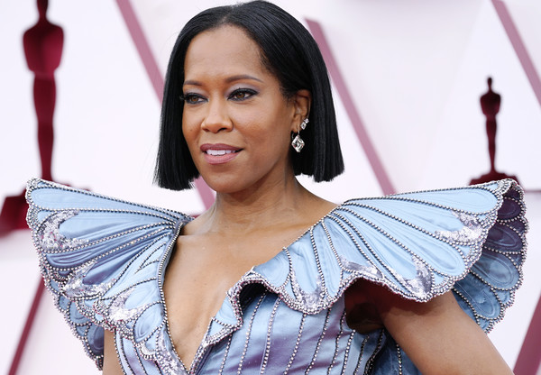 Regina King Short Straight Cut [hair,joint,skin,smile,shoulder,eyelash,fashion,flash photography,gesture,happy,regina king,hair,fashion,joint,skin,smile,shoulder,los angeles,union station,annual academy awards,model,hair,hairstyle,fashion,beauty.m]