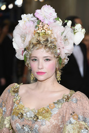 Haley Bennett was all abloom at the 2017 Met Gala wearing this floral headdress by Dolce & Gabbana.