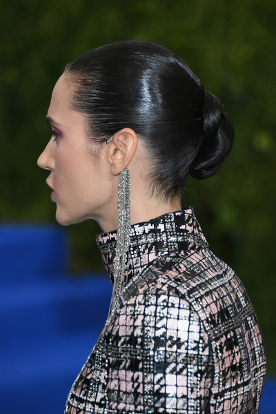 Jennifer Connelly slicked her hair back into a tight, twisted bun for the 2017 Met Gala.