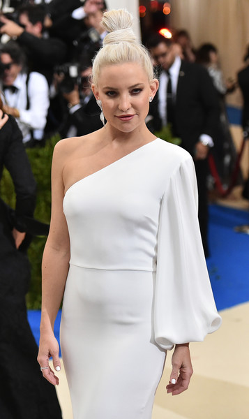 More Pics of Kate Hudson Diamond Studs (1 of 25) - Kate Hudson Lookbook - StyleBistro [rei kawakubo/comme des garcons: art of the in-between,rei kawakubo/comme des garcons: art of the in-between,hair,shoulder,white,fashion model,red carpet,dress,clothing,fashion,hairstyle,joint,costume institute gala - arrivals,kate hudson,new york city,metropolitan museum of art,costume institute gala]