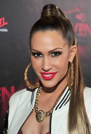 Kimberly Cole kept her look bold with ultra-long false lashes and shiny hot pink lipstick.