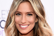 Renee Bargh Medium Wavy Cut