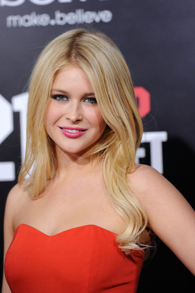 Renee Olstead Long Wavy Cut