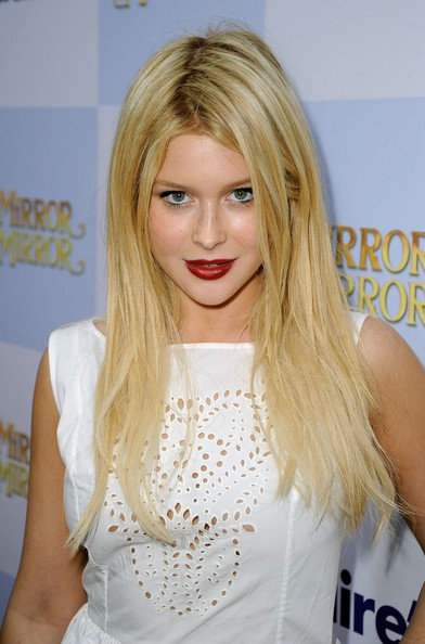 Renee Olstead Red Lipstick