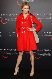 Renee was red hot at the Tommy Hilfiger Breast Health event in a bold trench coat and nude peep-toe pumps.