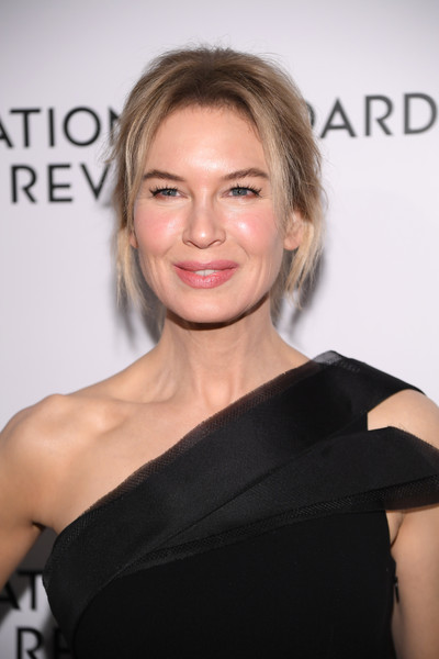 Renee Zellweger Loose Ponytail [hair,face,shoulder,hairstyle,eyebrow,skin,beauty,blond,chin,lip,arrivals,zellweger,ren\u00e3,new york city,cipriani 42nd street,national board of review annual awards gala,national board of review annual awards gala,ren\u00e9e zellweger,celebrity,actor,judy,golden globe awards,academy award for best actress,golden globe award for best actress \u2013 motion picture \u2013 drama,national board of review,monsters vs. aliens]