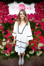 Suki Waterhouse's gray Stuart Weitzman platform oxfords and white tunic dress were an offbeat pairing!