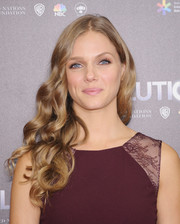 Tracy Spiridakos sported a flowing curly 'do when she attended the 'Revolution' season 2 premiere.