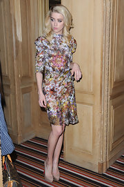 Amber Heard topped off her floral frock with classic nude platform pumps.