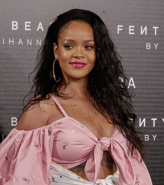 Rihanna wore her long hair loose in teased curls at the Fenty Beauty photocall in Madrid.