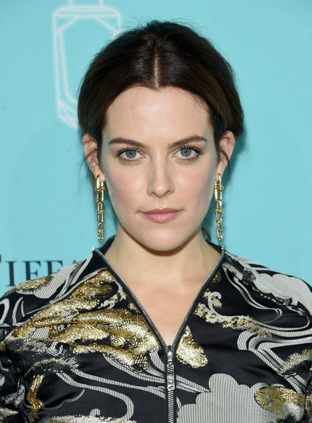 Riley Keough Dangling Chain Earrings [hair,face,hairstyle,eyebrow,lip,beauty,black hair,long hair,makeover,brown hair,arrivals,riley keough,new york city,tiffany co,event,fragrance launch,fragrance launch event]
