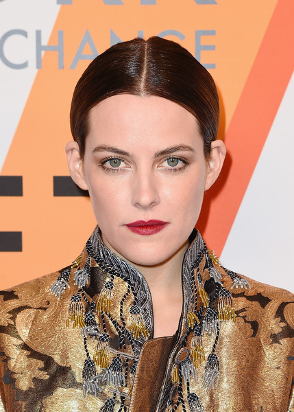 Riley Keough Chignon