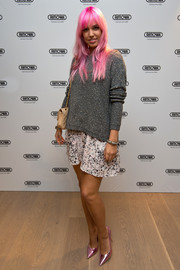 Amber Le Bon teamed her sweater with a monochrome abstract-print mini.