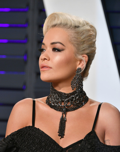 Rita Ora Pompadour [oscar party,vanity fair,hair,hairstyle,chin,beauty,eyebrow,lip,fashion,blond,eyelash,neck,beverly hills,california,wallis annenberg center for the performing arts,radhika jones - arrivals,radhika jones,rita ora]