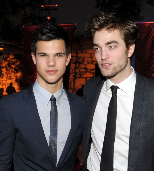 Robert Pattinson Narrow Solid Tie [the twilight saga: new moon,suit,premiere,formal wear,event,white-collar worker,tuxedo,tie,facial hair,fashion accessory,smile,taylor lautner,robert pattinson,hammer museum,california,summit entertainment,party,l,premiere,afterparty]